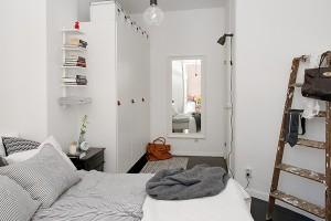 Monochrome slaapkamer van Pia Ulin  Inrichting-huis.com