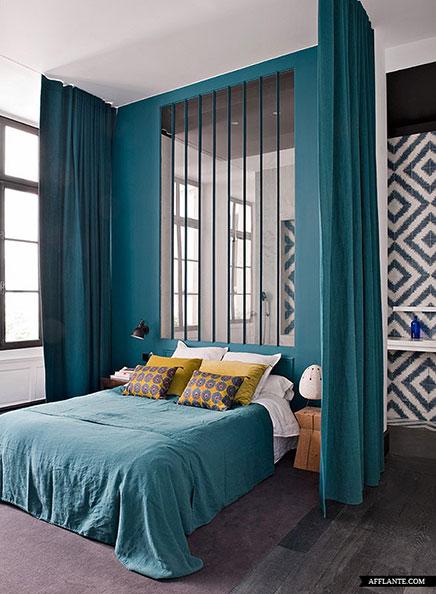 Slaapkamer inrichten met badkamer en kantoortje for Double rideaux chambre adulte