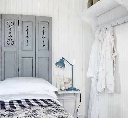 Slaapkamer van romantisch strandhuisje