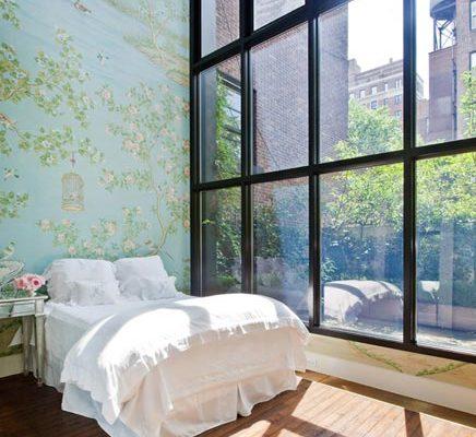 Slaapkamer met schilderij behang
