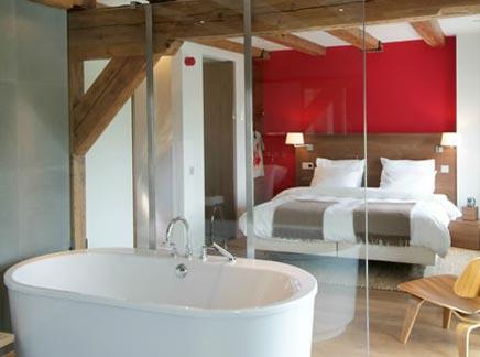 Vrijstaand bad in slaapkamer