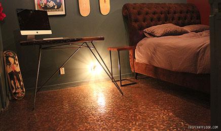 Slaapkamer met vloer van munten