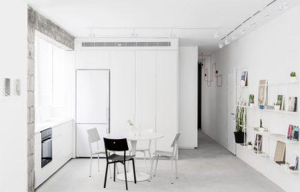 smal lang appartement met een wit modern interieur On modern interieur appartement