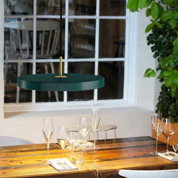 smaragdgroene hanglamp boven eettafel