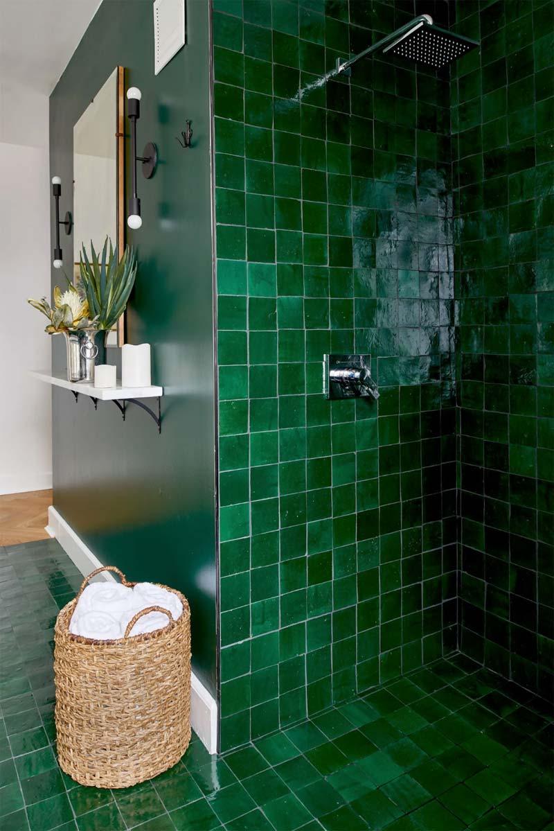 smaragdgroene muren badkamer