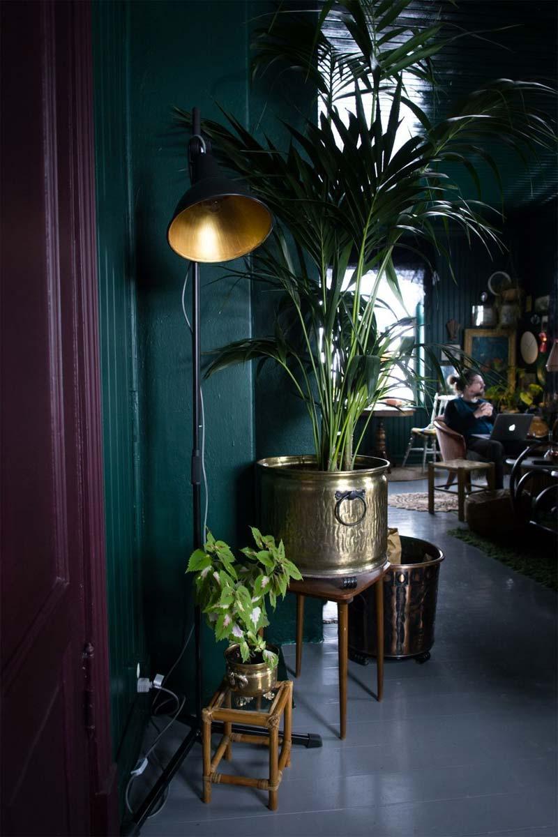 smaragdgroene muur interieur