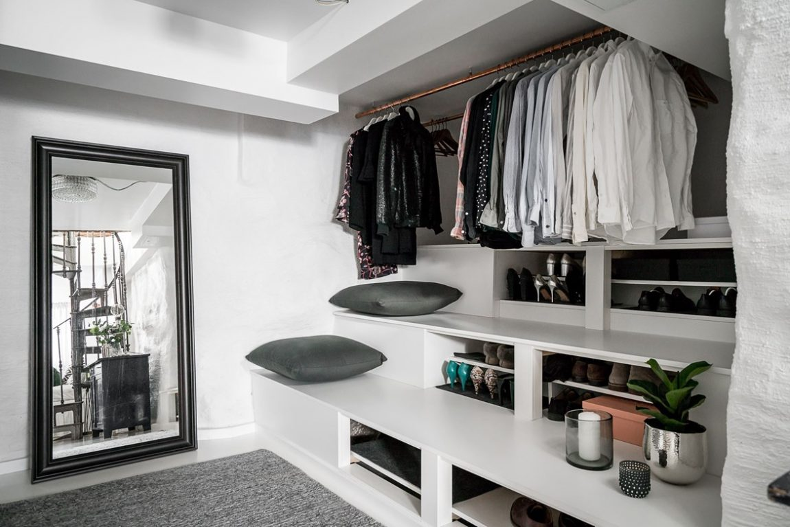 In deze souterrain is een mooie slaapkamer en open inloopkast ingericht!