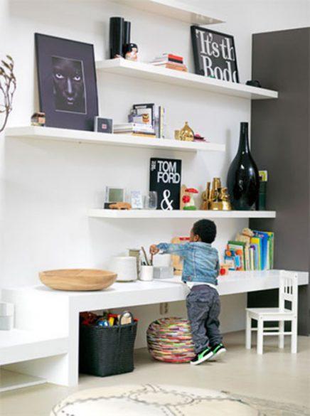 Speelhoek in de woonkamer inrichting - Deco woonkamer aan de muur wit ...