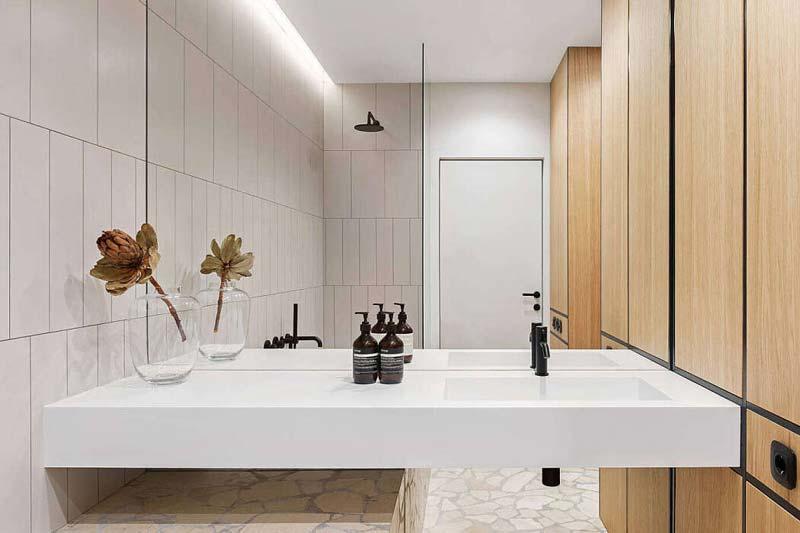 spiegelwand moderne badkamer