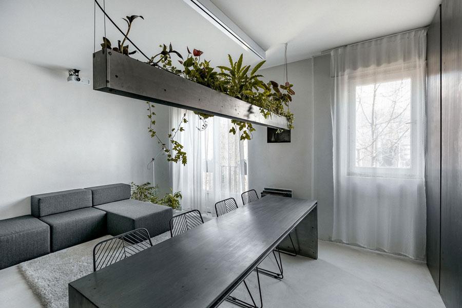 stalen plantenbak boven eettafel