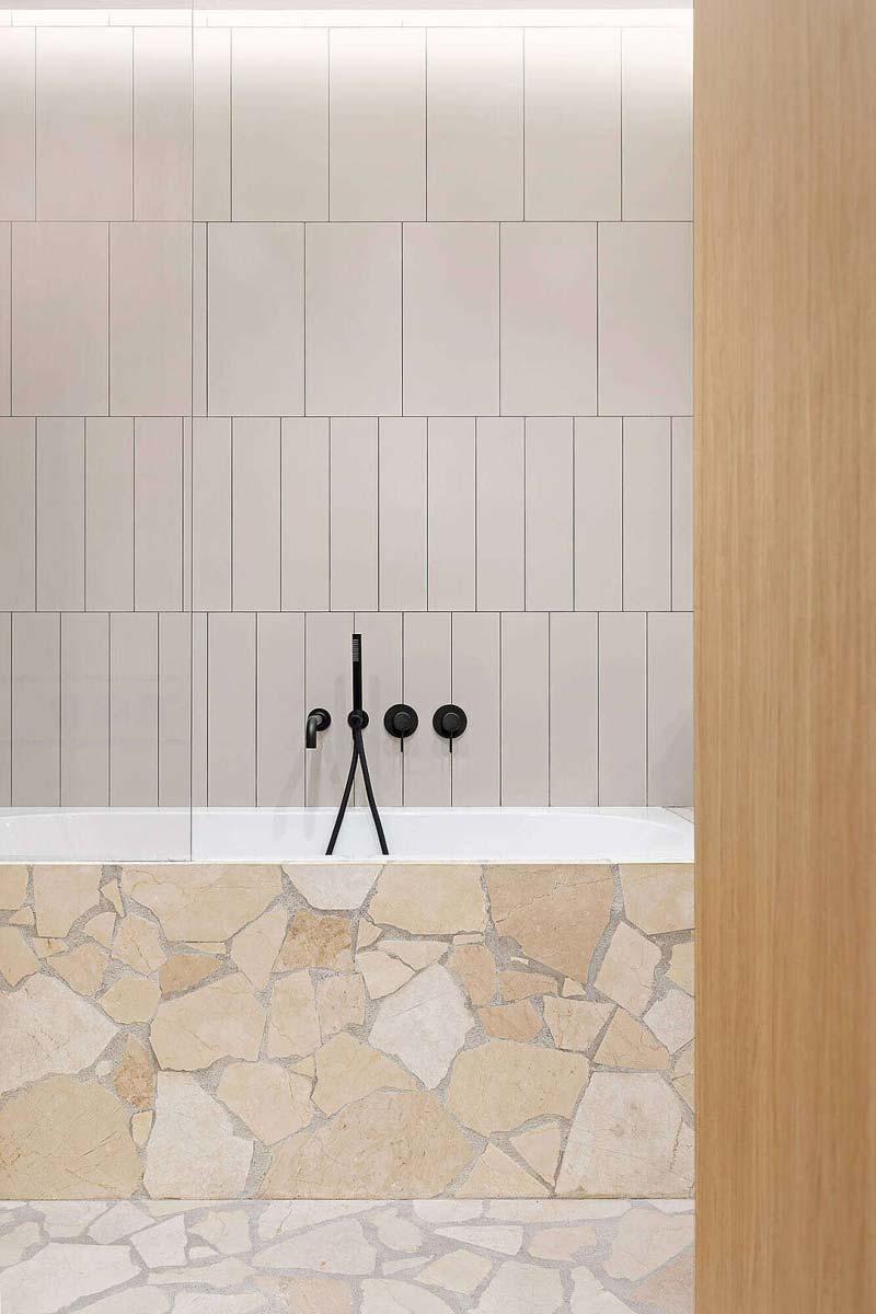 stenen vloer badkamer