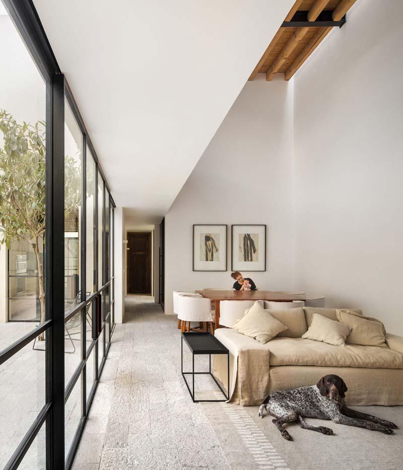 stenen vloer woonkamer
