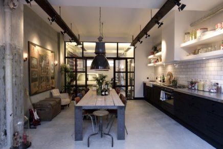 Stoere garage loft van ontwerper James van der Velden