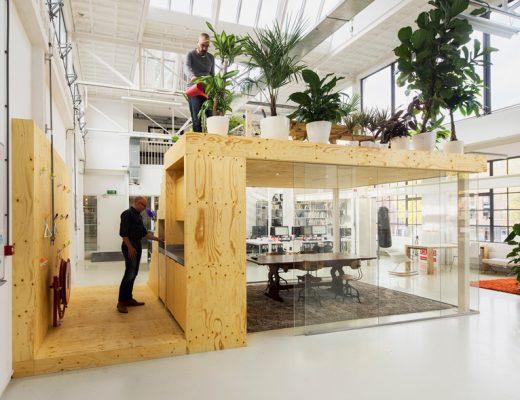 Het stoere kantoor van architectenbureau Jvantspijker in Rotterdam