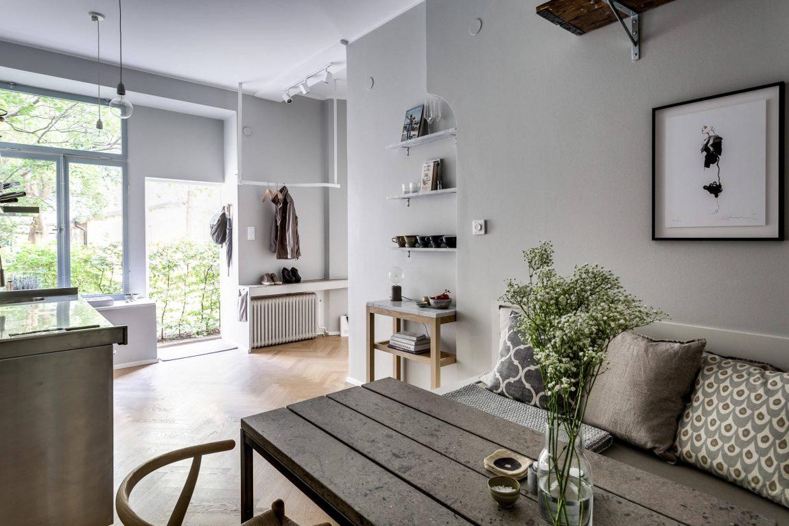Stoere keuken met gezellige eethoek woonkamer