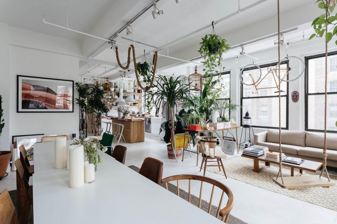 In dit stoere loft appartement vind je de mooiste planten