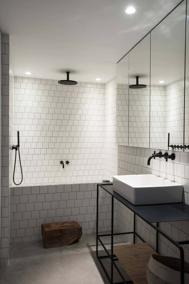 stoere minimalistische badkamer