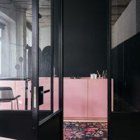 Een stoere roze keuken!
