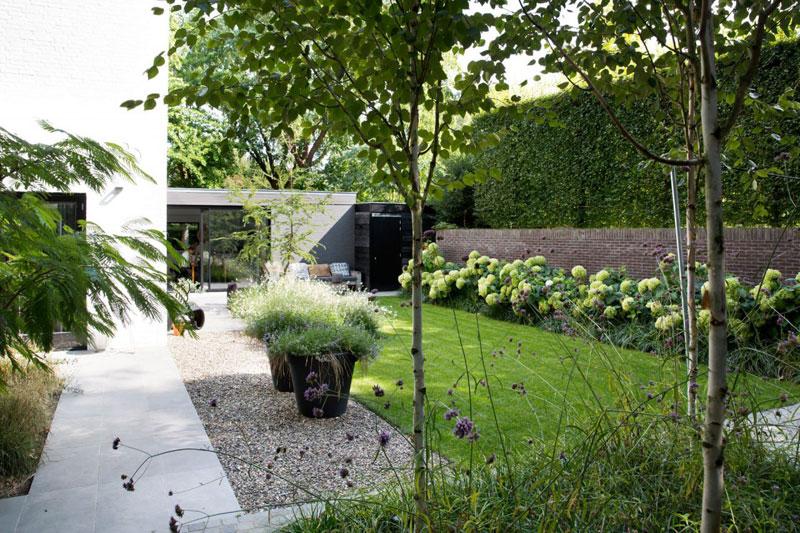 Strakke landelijke tuin