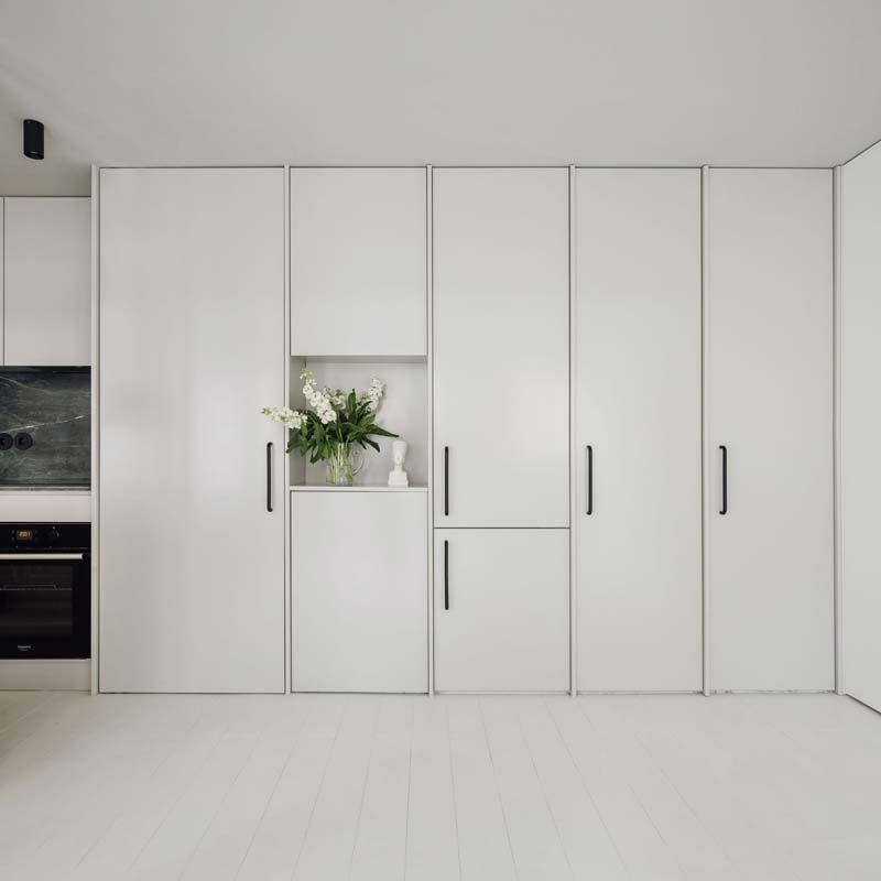 Strakke minimalistische inbouwkasten