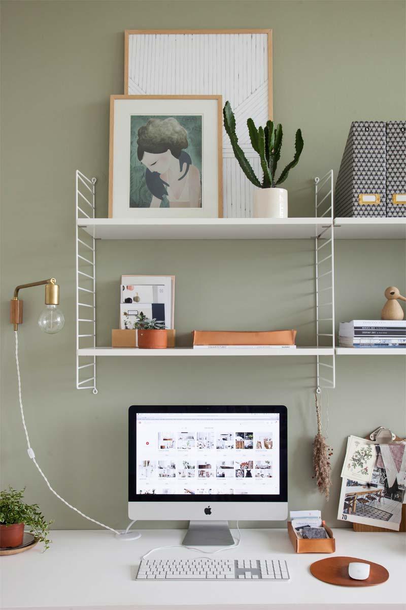 string rek boven bureau