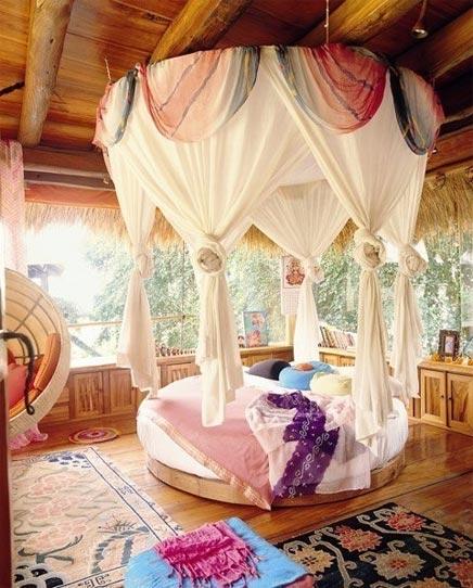 Tropical Schlafzimmer mit rundem Bett