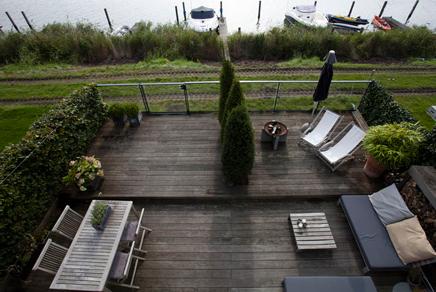Tuin aan het water in IJburg Amsterdam