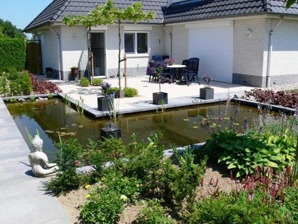 Tuin met een mooie strakke vijver inrichting - Mooie huis foto ...