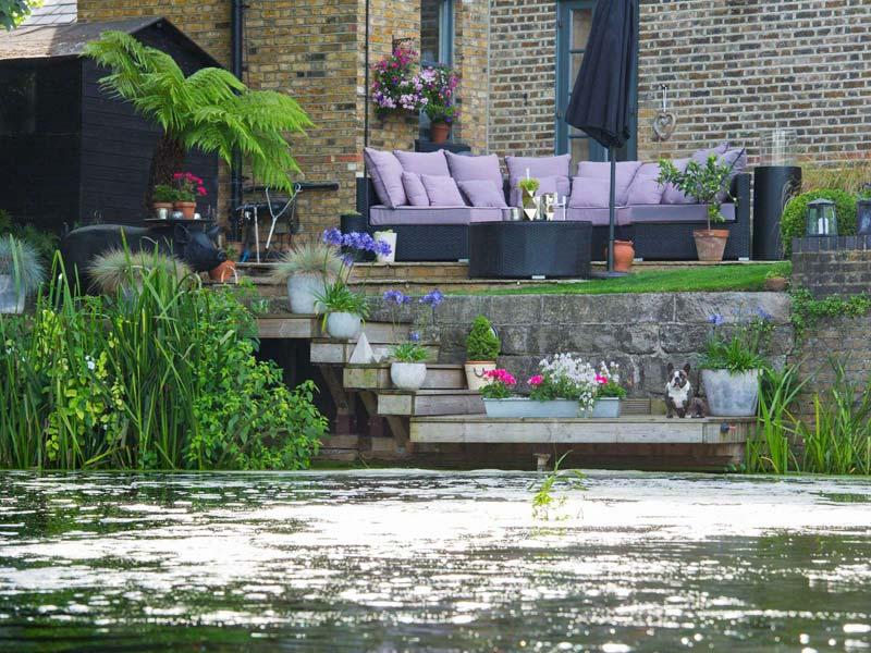 tuin voorbeelden comfortabele loungebank landelijke tuin