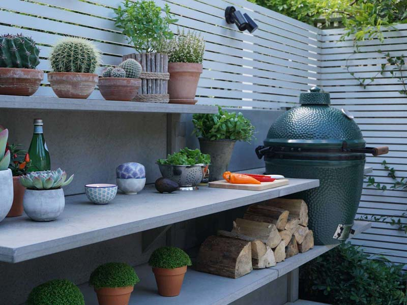 tuin voorbeelden moderne tuin buitenkeuken green egg bbq