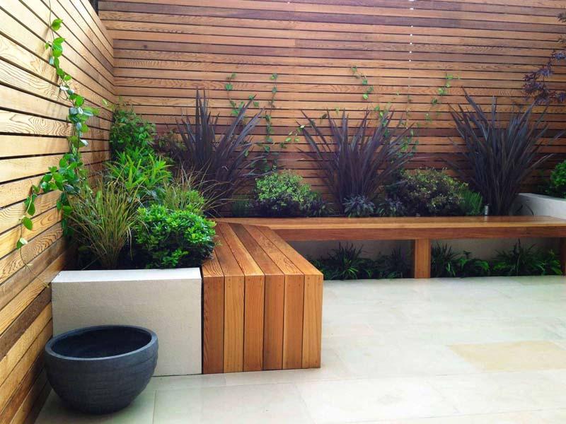 tuin voorbeelden moderne tuin horizontale houten schuttingen