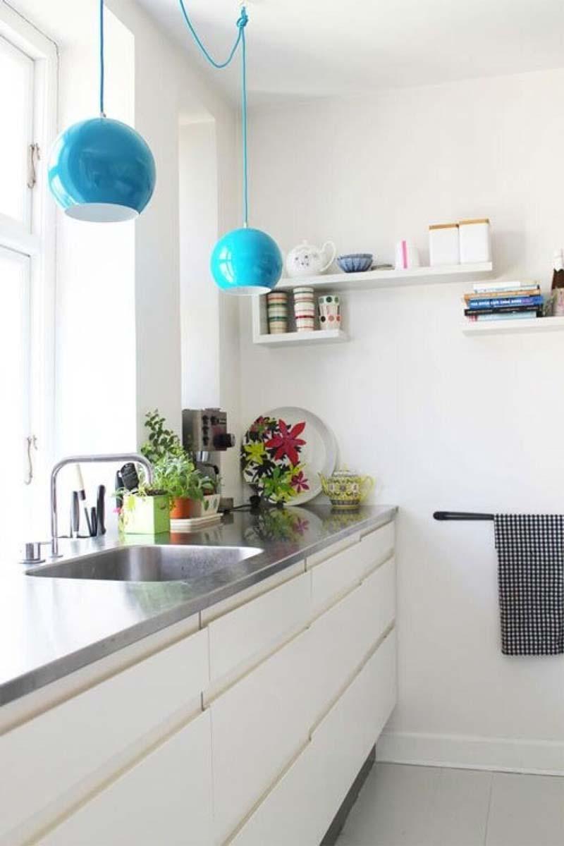 turquoise kleur decoratie hanglampen boven keuken