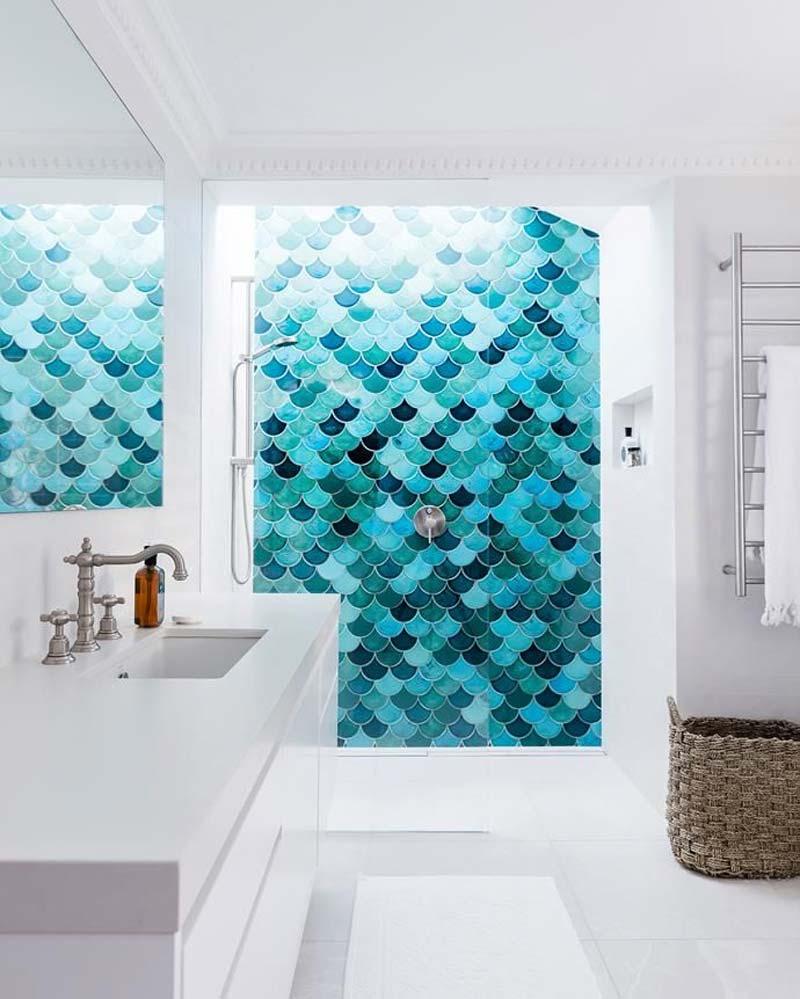 turquoise kleur interieur schubben tegels badkamer