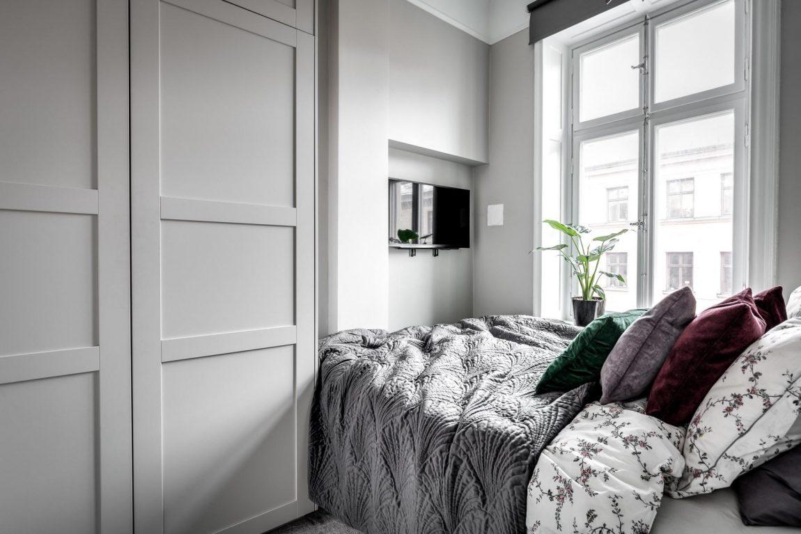 tv-aan-muur-kleine-slaapkamer