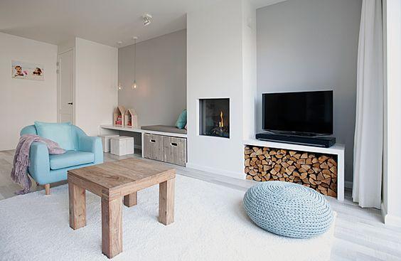 TV meubel die overloopt naar een vaste bank