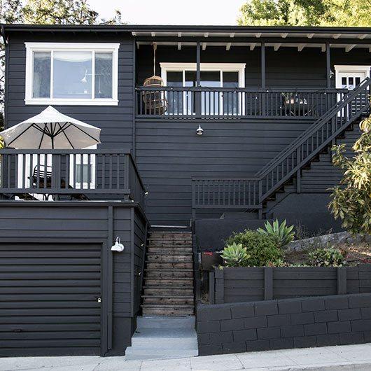 Het veranda balkon van victoria inrichting for Lead paint on exterior of house