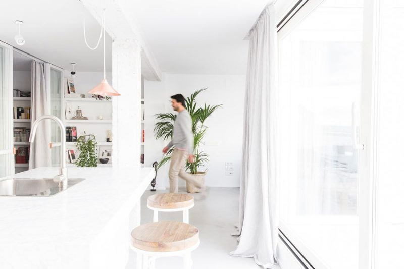 Verfrissend licht en wit appartement uit Madrid