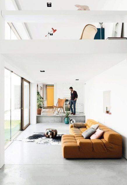 Lichte woonkamer met mooi kleurenpallet  Inrichting-huis.com