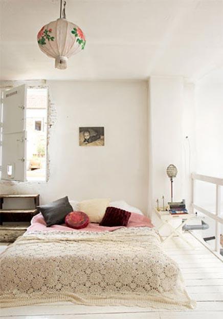 Vintage bohemian slaapkamer inrichting - Romantische witte bed ...