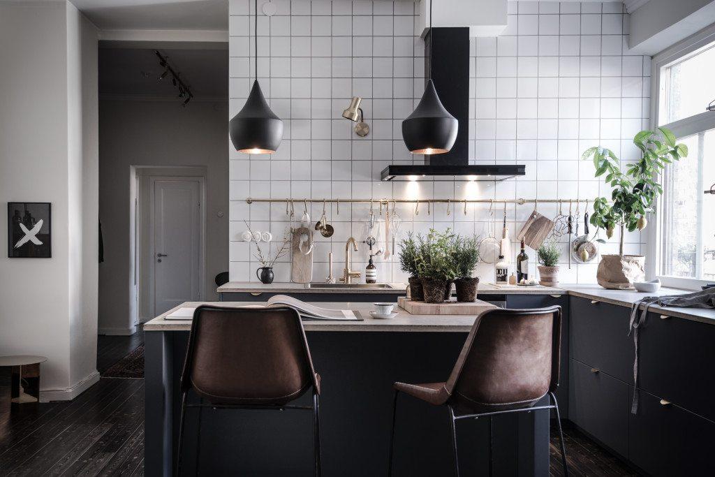 Keukeneiland Met Barkrukken : Mooie keuken met keukeneiland in klein ...