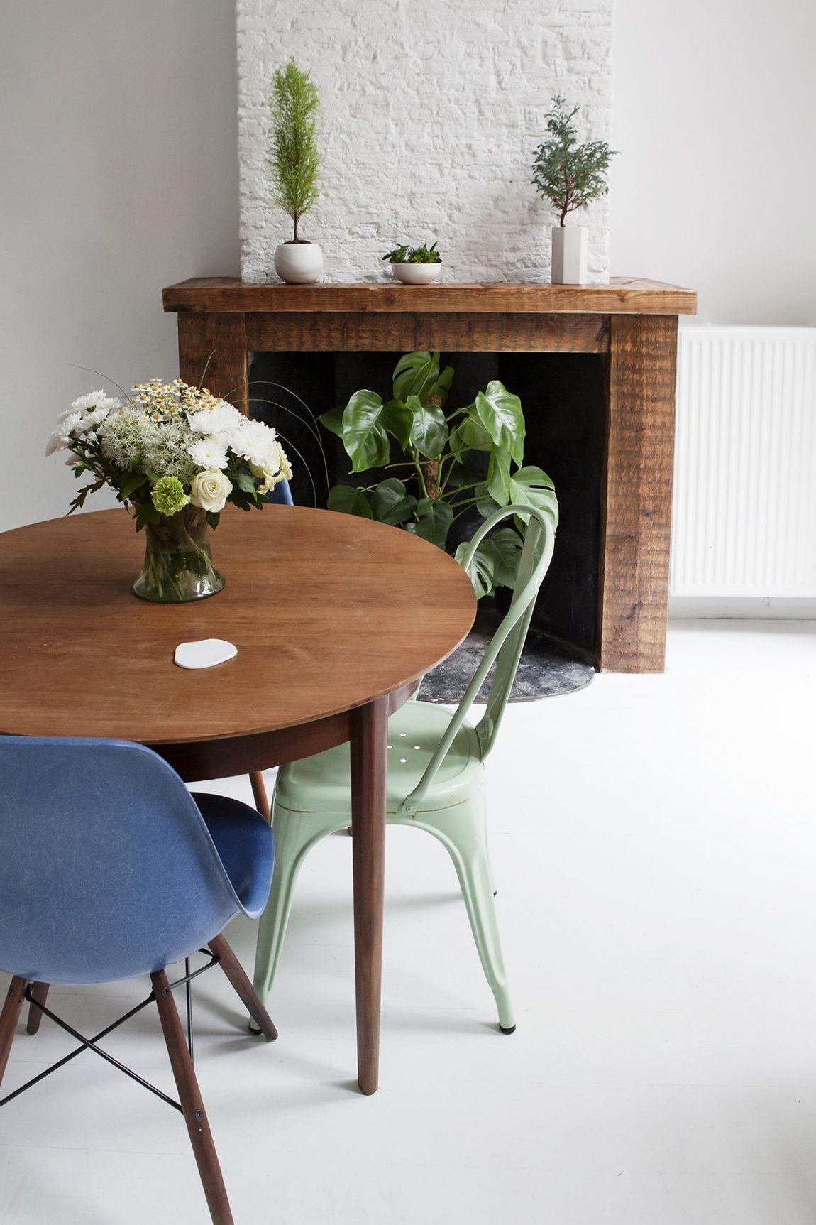 vintage-eettafel-eames-stoelen