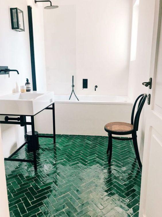 visgraat tegels badkamer groen