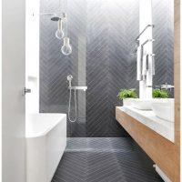 Visgraat vloer in badkamer