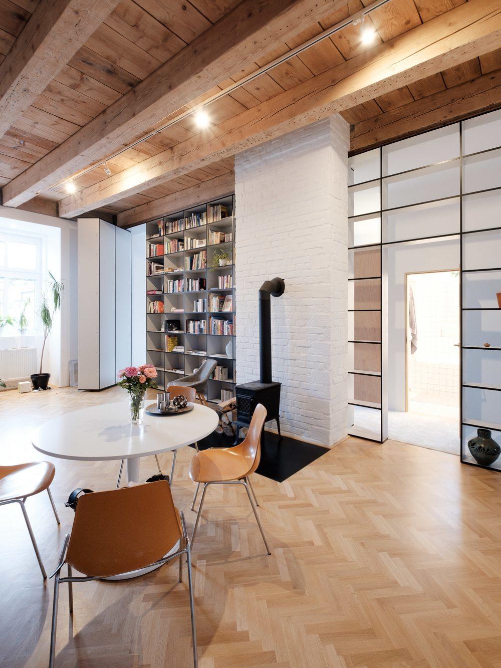 visgraat-vloer-houten-plafond