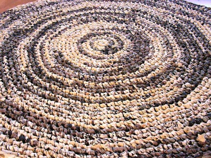 Poufs und Teppiche von Linda Ootjers