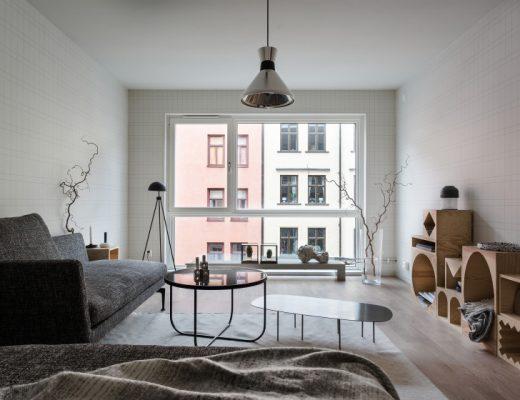volledige-moderne-woonkamer-met-mooi-behang