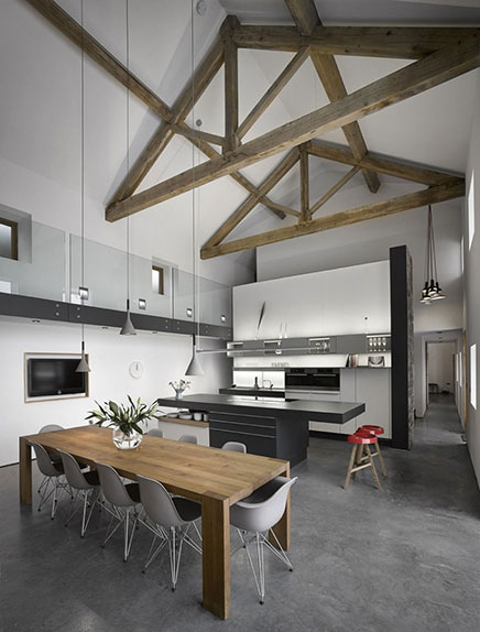 Voormalige boerderij verbouwd met een modern tintje for Inrichting huis modern