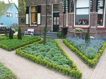 Voortuin idee n inrichting for Huis in tuin voor ouders