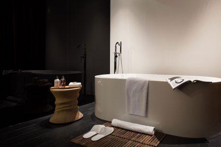 Vrijstaand bad in hotel
