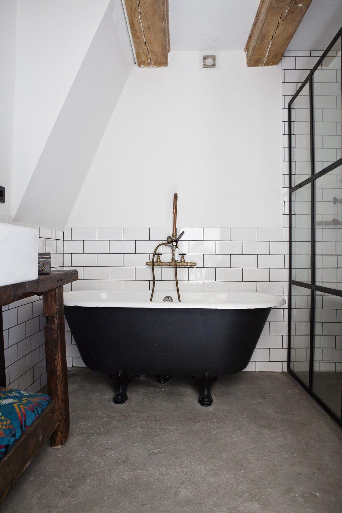 vrijstaand-bad-op-pootjes-stoere-badkamer